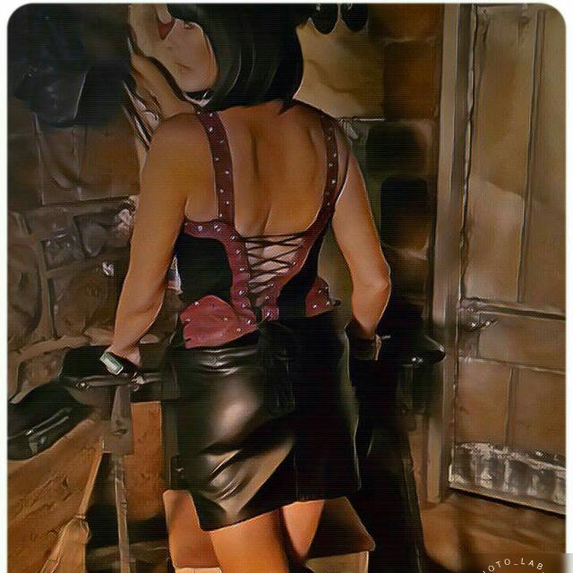mistress-gail-d7ynr2bx4aasch.jpg